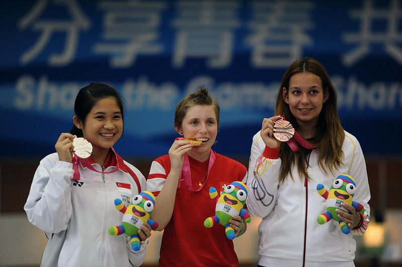 Martina Veloso (first from left) with her silver medal (picture via Xinhua)