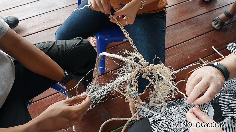 Making ropes for use to cultivate clams
