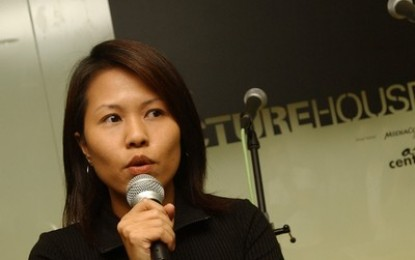 Who is Gloria Chee (徐诗韵)?