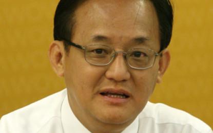 Yio Chu Kang MP Seng Han Thong (成汉通) hurled with flammable liquid