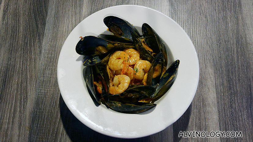 Classic Seafood Pasta - Pasta, mussel, prawn, seafood bisque and cream (S$28)