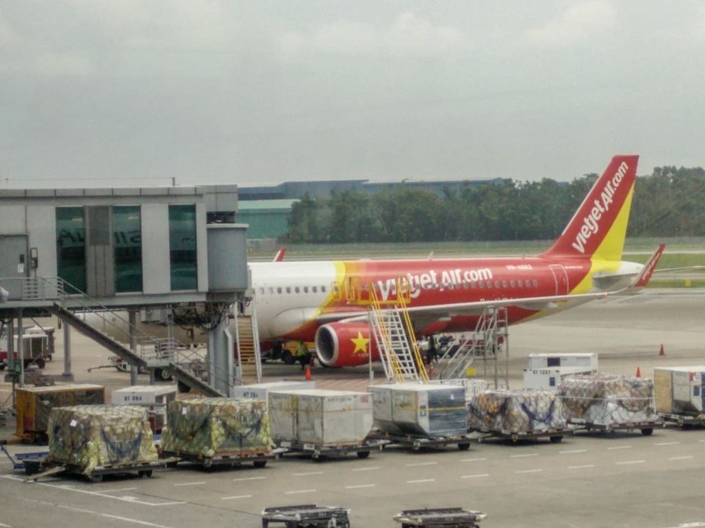 Boarding Vietjet Air to Vietnam, like a boss! Photo by Justin Teo.