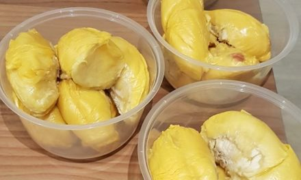 $385 for 23kg worth of durians – Netizen Eugene Lau warns others of random door-to-door durian sellers