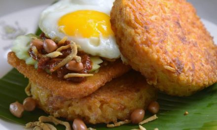 There's another type of nasi lemak burger now selling at Makansutra Gluttons Bay