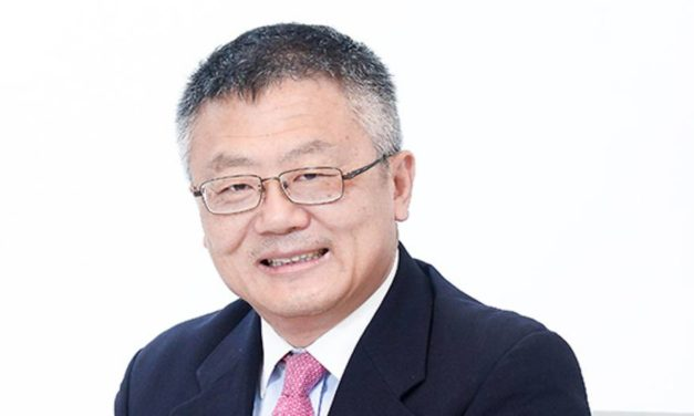 Who is Professor Huang Jing (黄靖)?