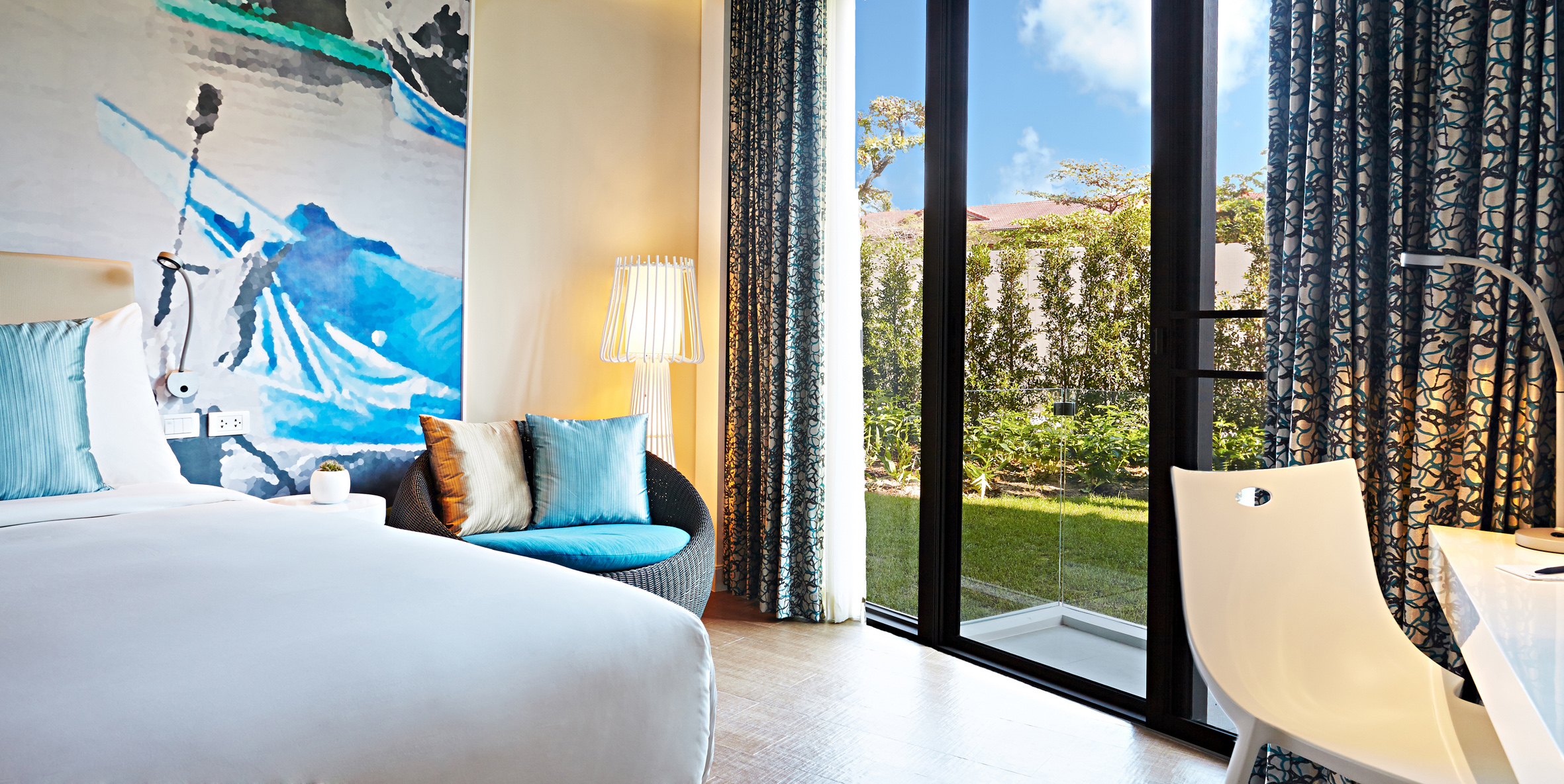 Travel and hotel hacks from an actual hotel company, ONYX Hospitality Group - Alvinology