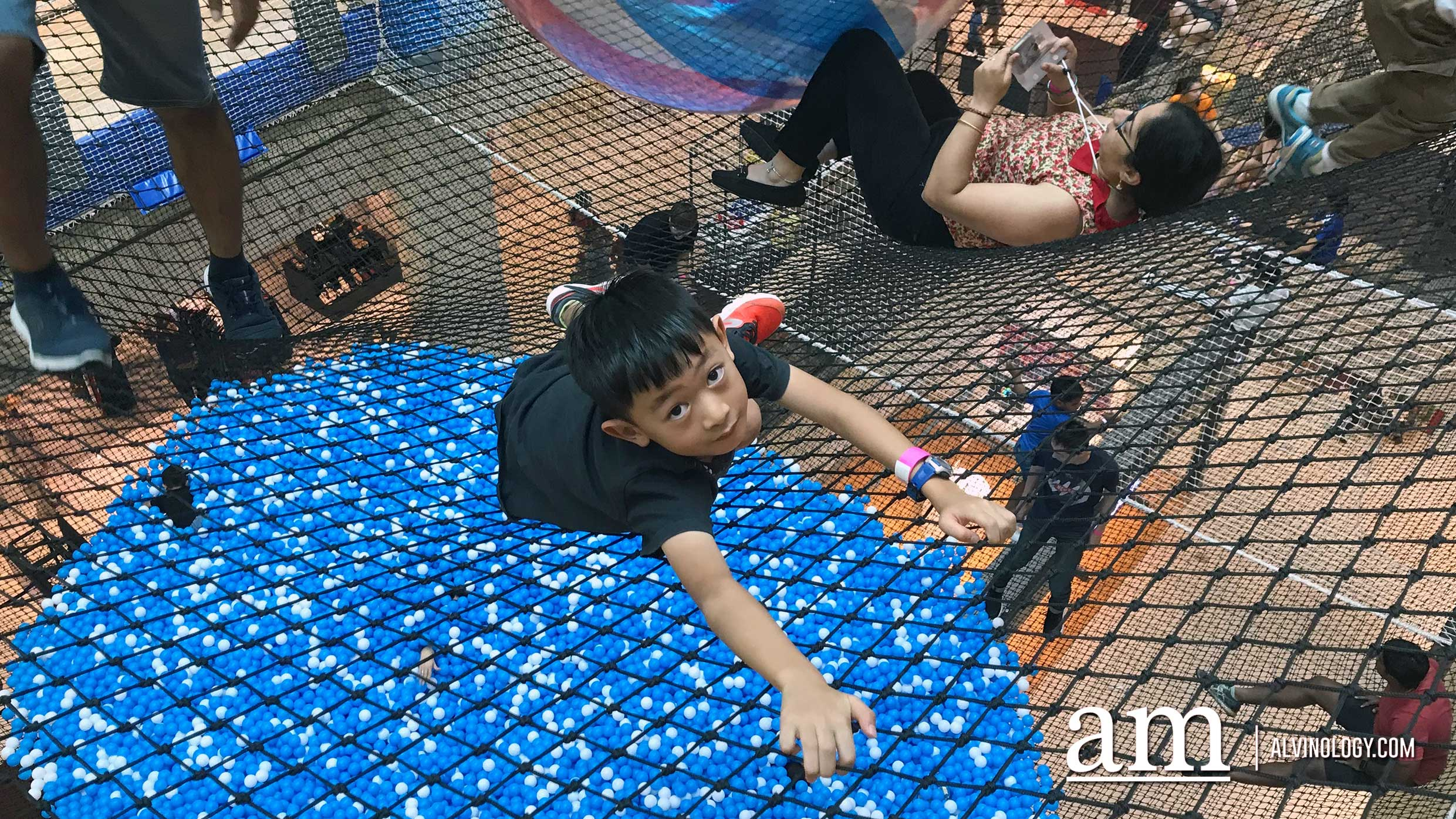 Airzone at City Square Mall - the world's first indoor suspended net playground - Alvinology