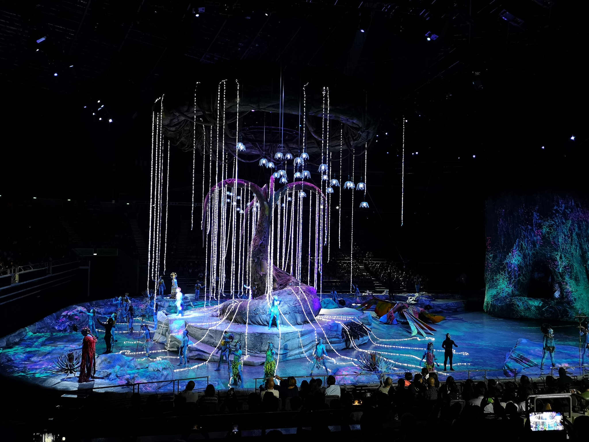 Toruk - The First Flight sweeps feet with lights and show - Alvinology