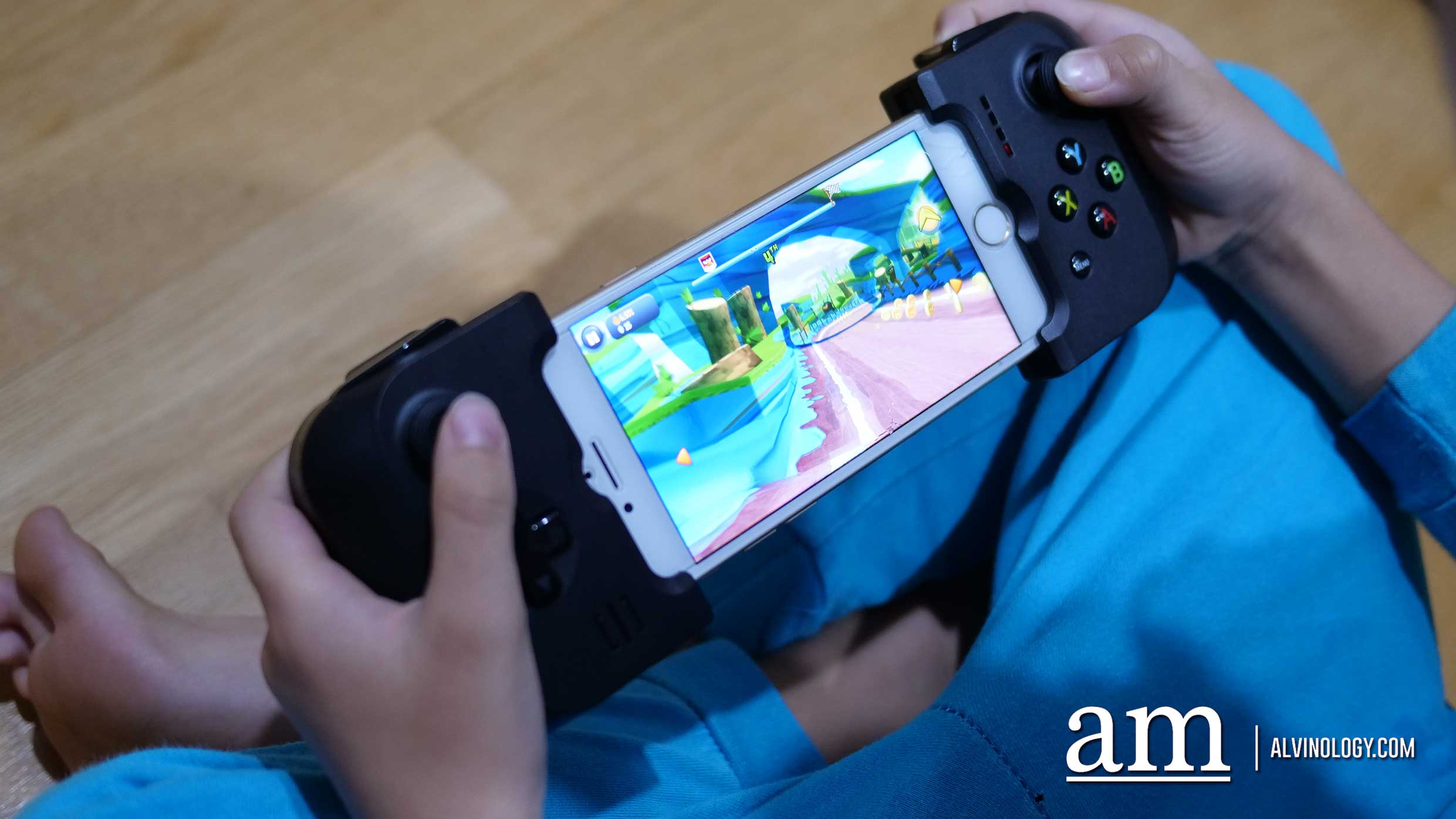 Convert your smartphone into a portable gaming device with Gamevice - Alvinology