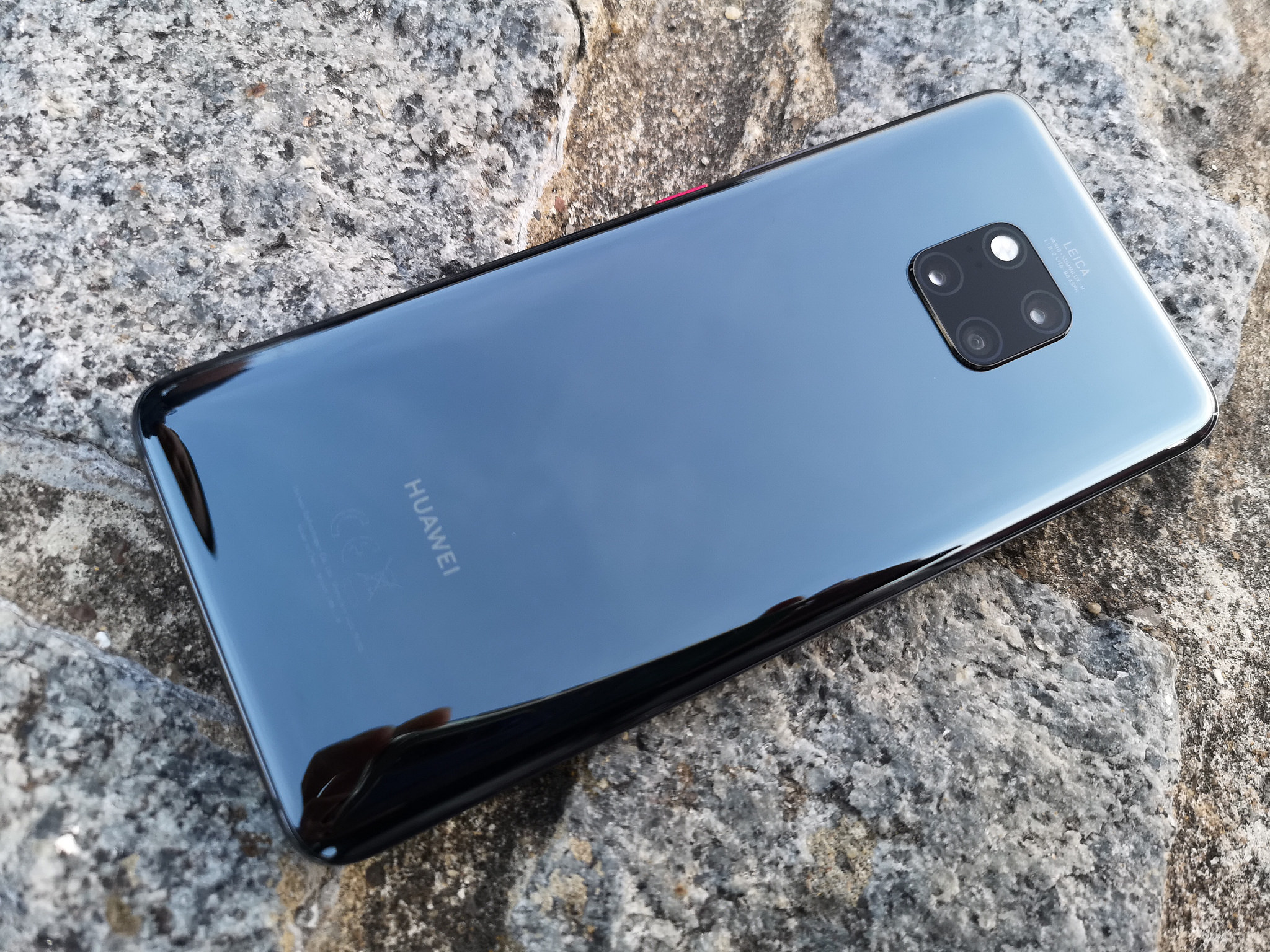 Huawei's latest Mate20 Pro sports Leica Ultra Wide Angle Lens, supports reverse wireless charging - Alvinology