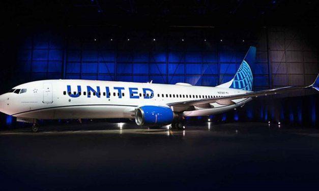 Blue is the new black – United Airlines modernizes fleet paint design