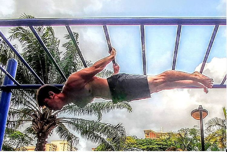Singaporean Guinness World Record Holder for Push-ups and Pull-ups Rain Chua shares his journey to success