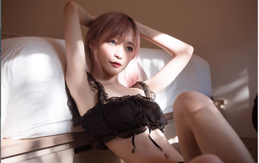 Singaporean cosplayer sells sexy photos for food and transportation costs