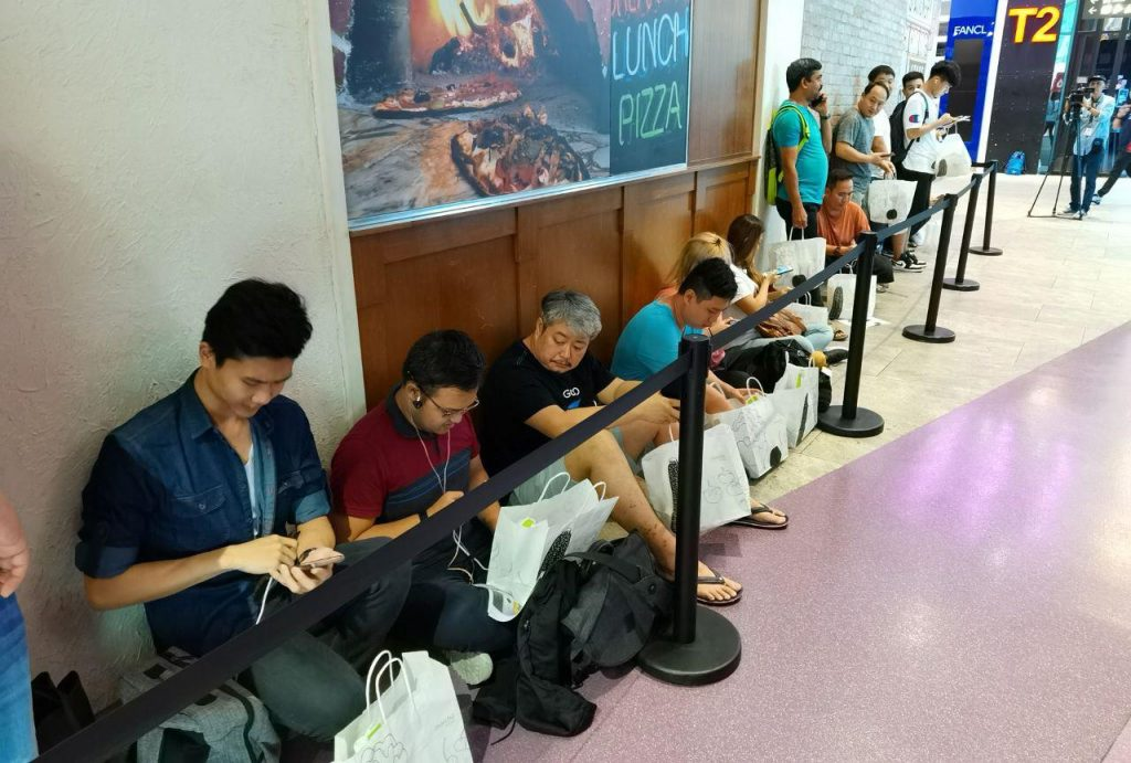 Singaporeans tirelessly lineup just to get their hands on the new HUAWEI Mate 30 Series at launch day - Alvinology