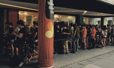 Singaporeans tirelessly lineup just to get their hands on the new HUAWEI Mate 30 Series at launch day
