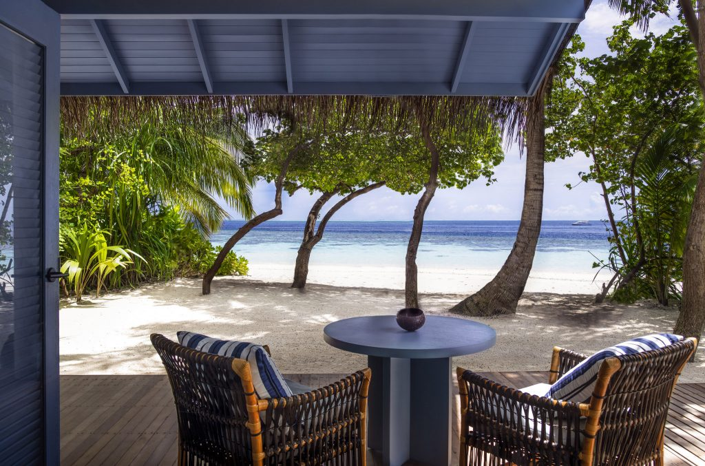 You can rent the entire Maldives Meradhoo Island Resort for a cool $1 million and invite 70 very lucky guests - Alvinology