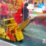 Lift a 10kg gold bar at Chinatown Point and stand a chance to win up to $1,888* CASH!