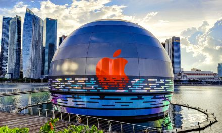 Apple's floating store at Marina Bay Sands Looks like a Glowing Sphere