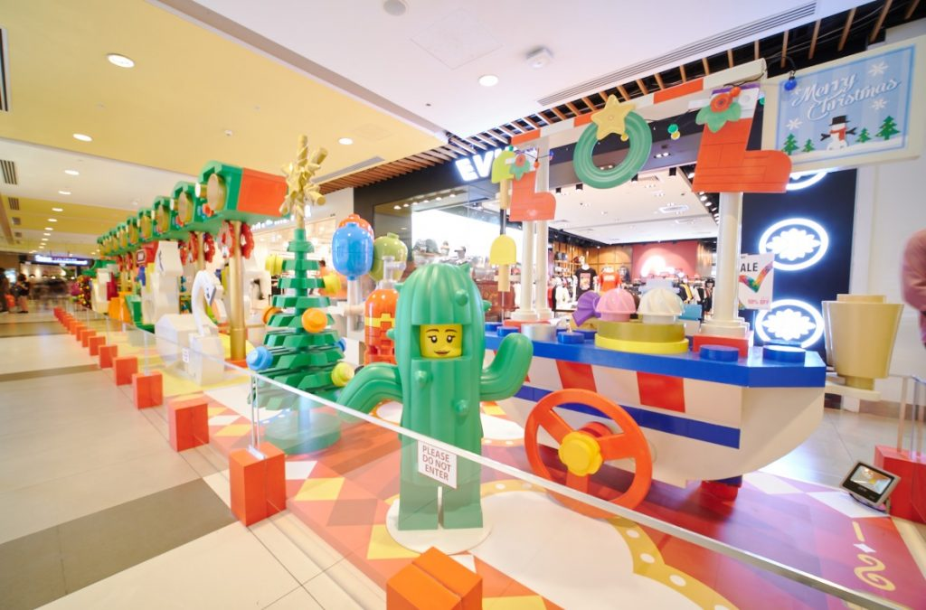 CapitaLand malls welcome the festive season with a massive LEGO showcase! Themed installations, giveaways, and cashbacks! Here's everything you don't want to miss – - Alvinology